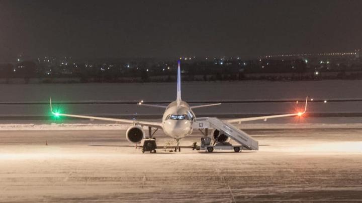 В Екатеринбург прилетел новенькийAirbus «Уральских авиалиний», в нем ультратонкие кресла с USB-разъемами