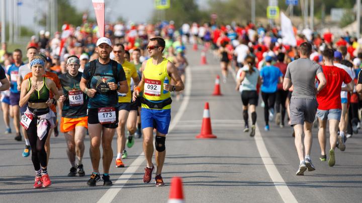 Волгоградский марафон: лучшие кадры в фоторепортаже V1.RU