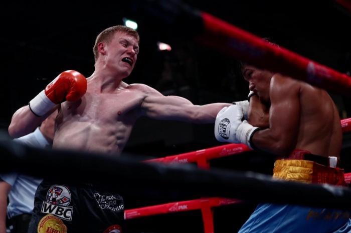 Уральский боксер Марк Урванов против соперника из Филиппин