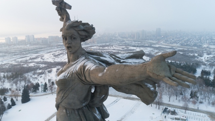 Успей сделать селфи: Родину-мать в Волгограде до 2020 года спрячут от посторонних глаз