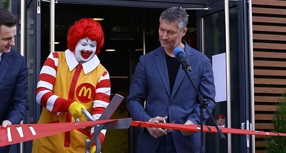 """Евгений Ройзман вместе с клоуном """"Макдоналдс"""" приберутся в Харитоновском парке"""
