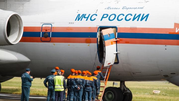 Как омские спасатели тушить пожары улетали — в шести фотографиях