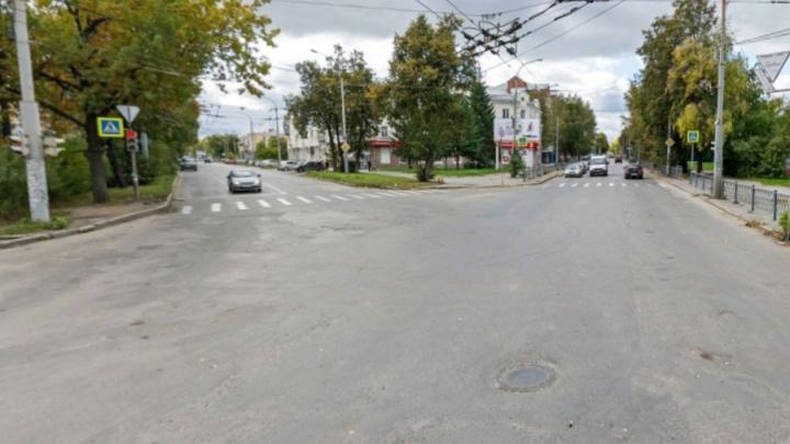Ищите пути объезда: на Уралмаше закроют для движения участок улицы Калинина