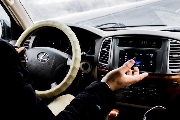 Опрошенные новосибирцы с наибольшим доверием садятся в машину к водителям-мужчинам