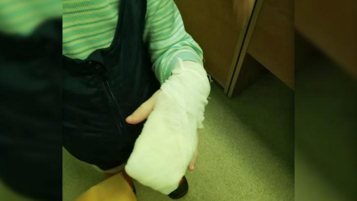 «Она могла дать свои варежки»: в Перми осудили воспитателя, из-за которой ребенок отморозил пальцы