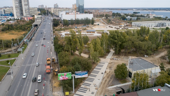 В Волгограде из-за ремонта тротуара закрыли вход на Астраханский мост