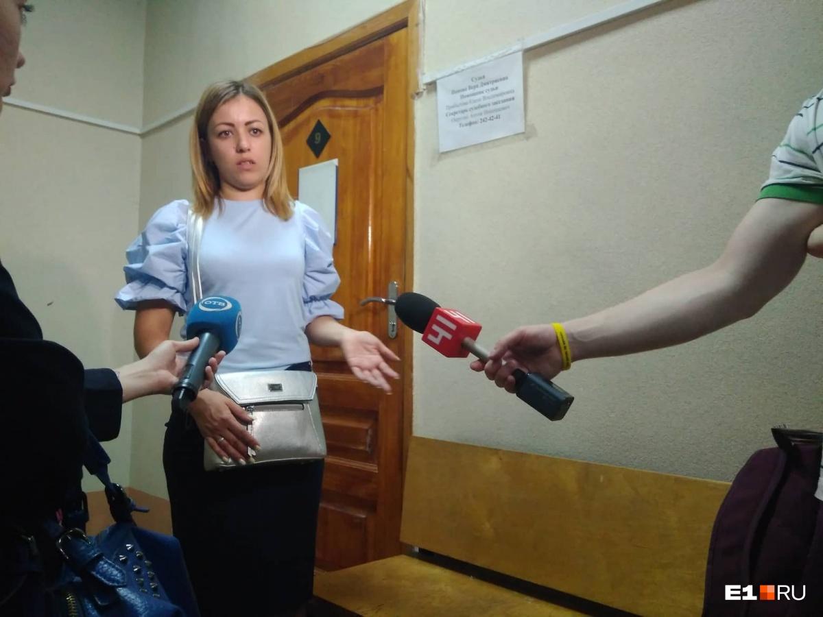 Жена фитнес-тренера, обвиняемого в педофилии, тоже приехала на суд поддержать мужа