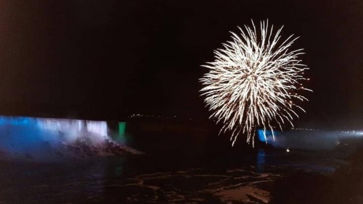 В День республики Ниагарский водопад окрасился в цвета башкирского флага