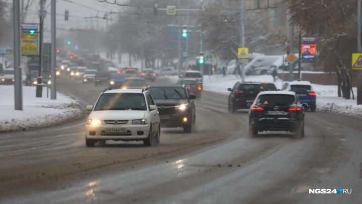 Дорожники отчитались о месячной норме снега, а ГИБДД — об отсутствии «дня жестянщика»