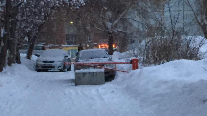 Новосибирец пожаловался на преграждающий проезд скорой помощи шлагбаум