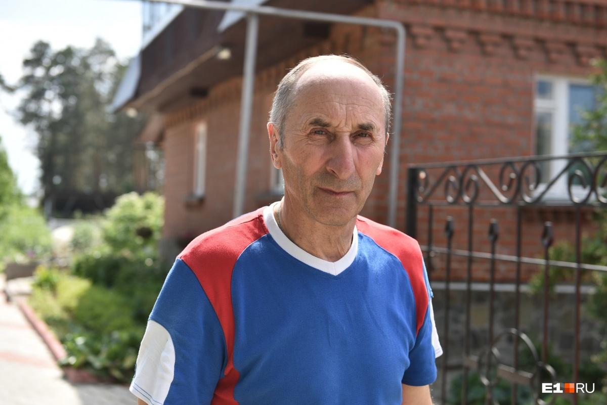 «Жена считает, что я хвастаюсь»:68-летний уралец стал чемпионом мира по гиревому спорту ради внука