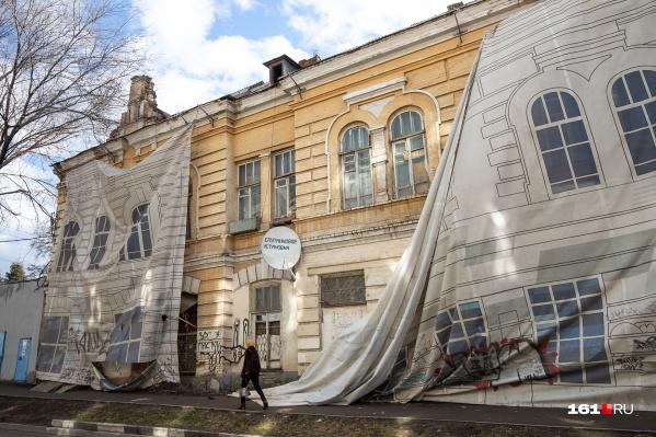 Баннеры «украшают» наш город уже два года