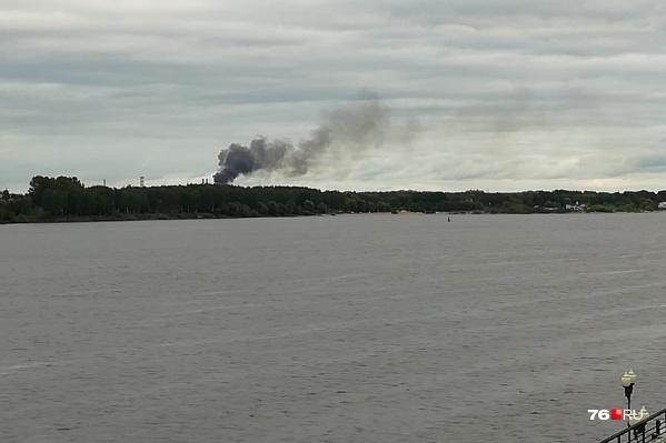 Дым был виден с Волжской набережной
