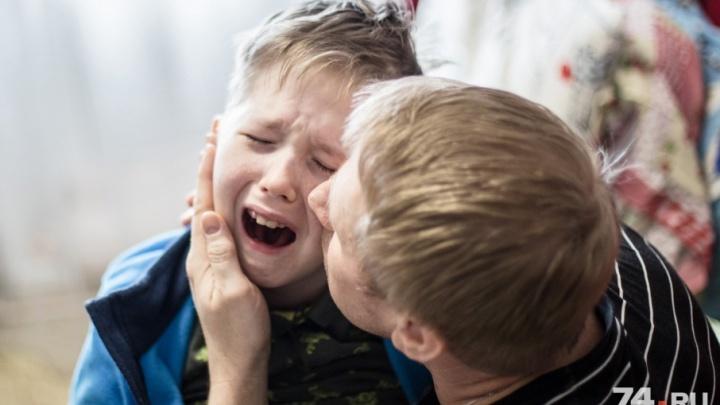 «Огромная тяга к жизни»: копейчане два года ставят на ноги сына, впавшего в кому после операции
