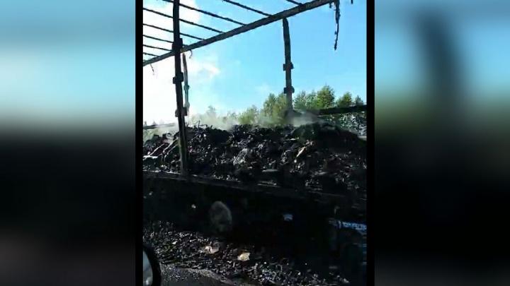 Сгорел дотла: на трассе в Башкирии загорелся прицеп фуры