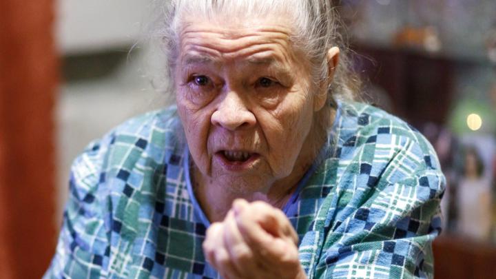 «У нас власти нет!»: 86-летняя волгоградка год выбивает деньги на ремонт залитой кипятком квартиры