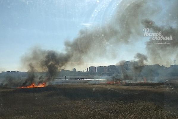 Огонь распространился на 500 квадратных метров