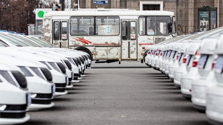 «Шкодно» получилось: челябинским полицейским вручили больше сотни дорогих иномарок и новые автозаки