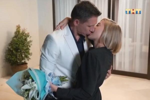 В конце свидания молодые люди поцеловались