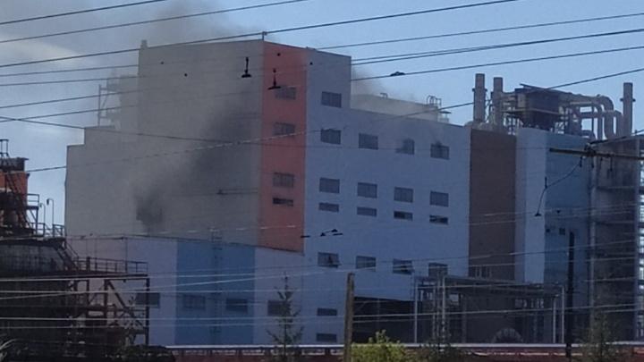 «Там сейчас идёт плановый ремонт»: в Челябинске вспыхнул цинковый завод