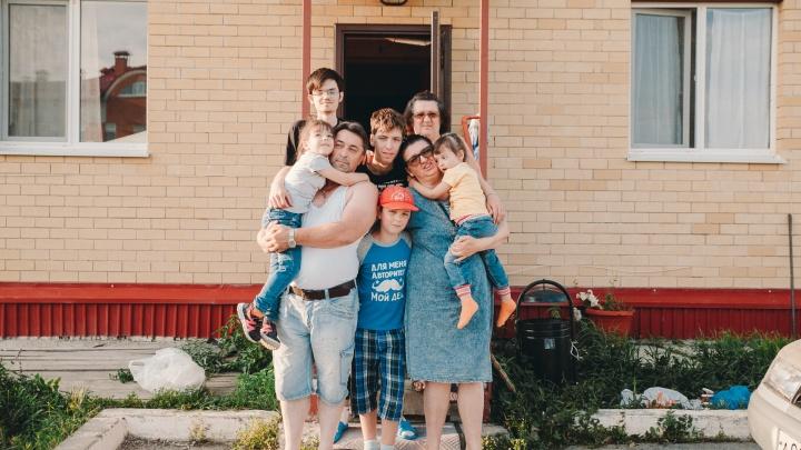 «Говорят, куда вы столько рожали»: семью с пятью детьми из Молодежного выселяют за долги по ипотеке