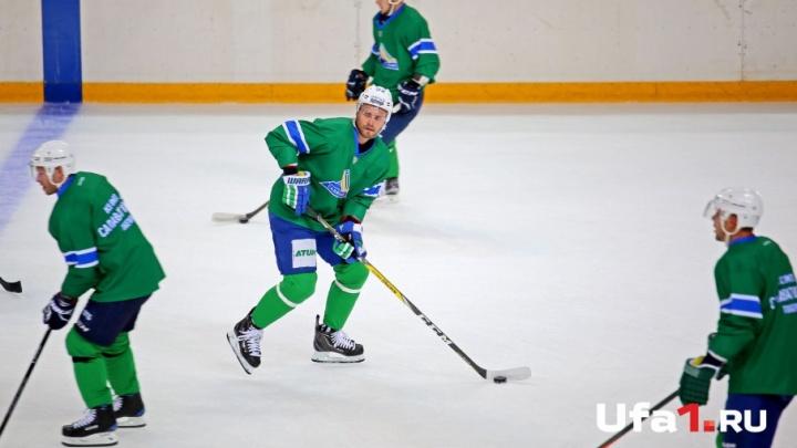 «Салават Юлаев» празднует победу над «Авангардом»