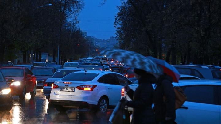 Уфу сковало льдом и пробками: транспортный коллапс достиг девяти баллов