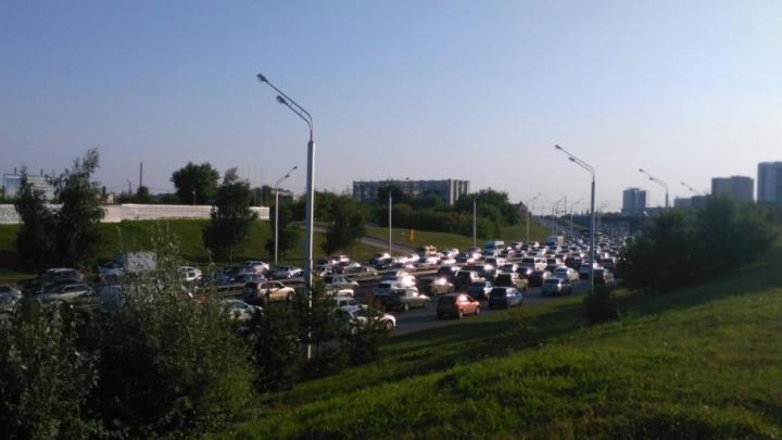 Уфимцы мучаются в пробках из-за дорожных работ и аварий