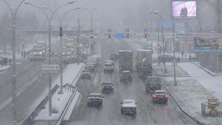 В Екатеринбурге установят новые ограждения на перекрёстке и улице, где часто происходят аварии