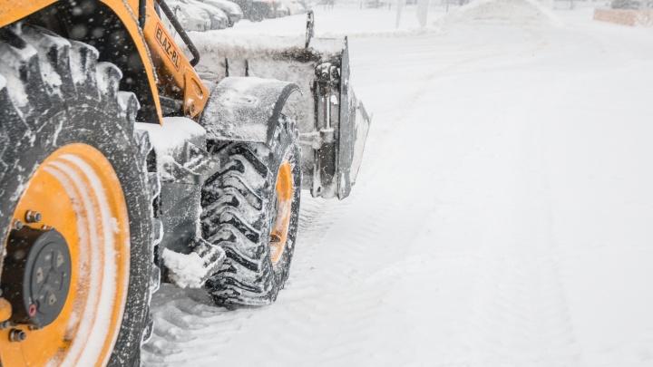 Дороги от снега в Самаре очищали с помощью 200 единиц спецтехники