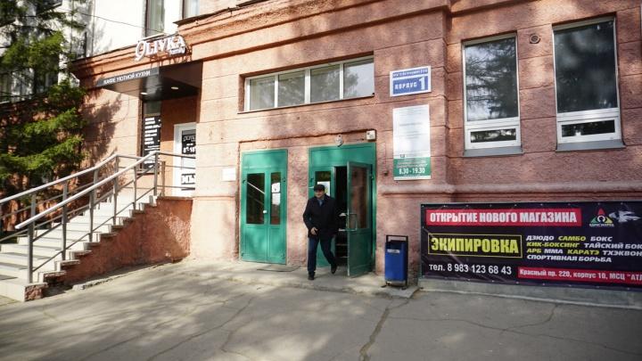 «Это неприятно и затратно»: завод выселяет детскую поликлинику из здания на Красном проспекте