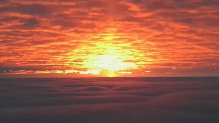 Житель Семенова снял рассвет над облаками