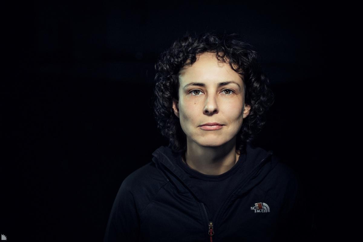 Портрет Юлии Чичериной, с которой всем сложно работать