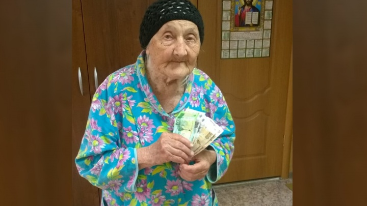 Бабушка, которой жители Шолоховского сбросились на «народную» пенсию, получила российский паспорт