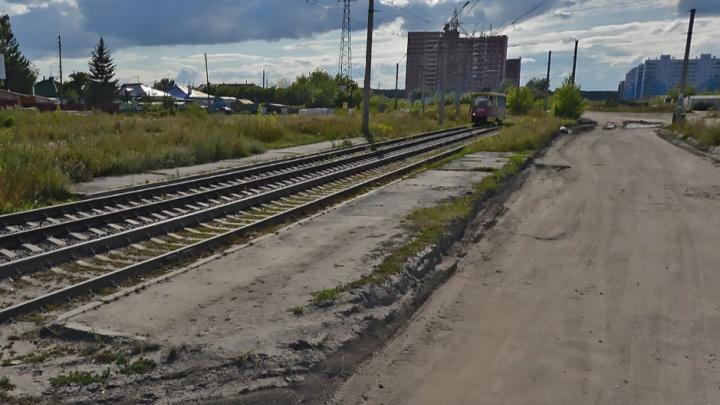 На улице Титова закрывают трамвайную остановку