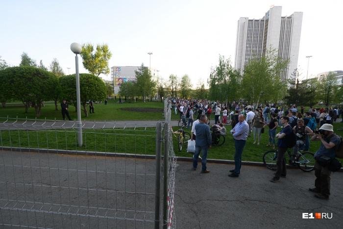Студент пришел в сквер на акцию протеста 15 мая, а 17 мая узнал, что его могут отчислить