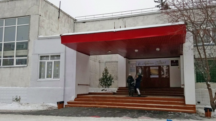 Роспотребнадзор рекомендовал закрыть на карантин школы и больницы