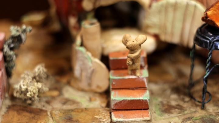 Милота из глины: ребята из УрГАХУ полгода лепили огромный дом-тыкву с малюсенькими мышатами