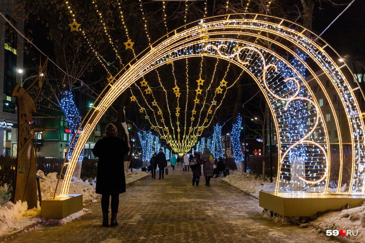 Перед Новым годом Комсомольский проспект особенно красив