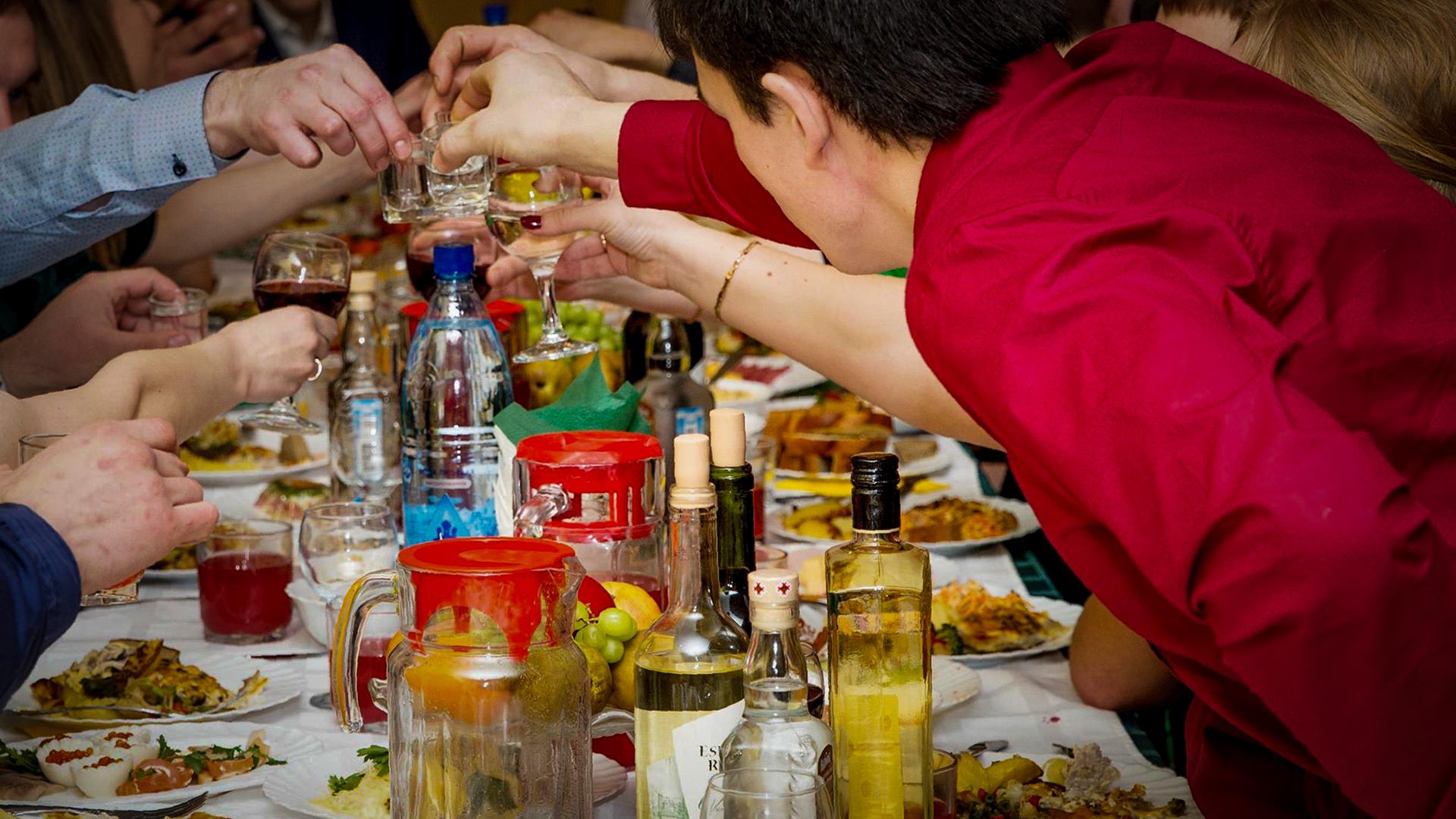 Без последствий можно выпить 150 грамм вина (женщине) или 300 грамм (мужчине)