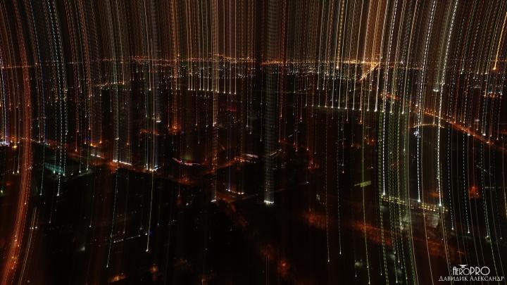 «А вы охаете, что город плохой»: фотограф снял Ярославль в загадочном свете