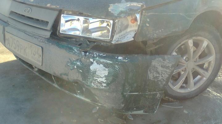 «Будем судиться с коммунальщиками»: в Волгограде на обледенелой дороге столкнулись две «десятки»