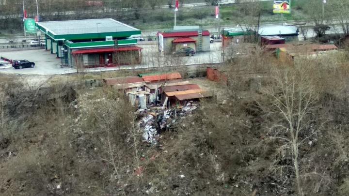 Берега Ельцовки покрылись горами мусора