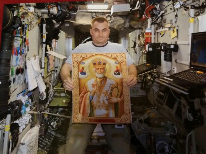 Алексей Овчинин уже выходил в открытый космос