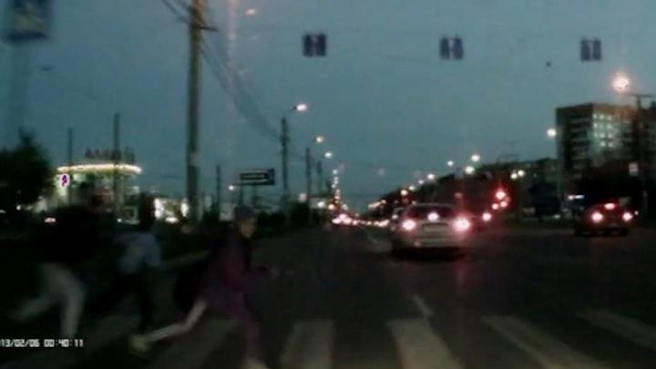 На челябинца, сбившего троих детей на пешеходном переходе, завели уголовное дело