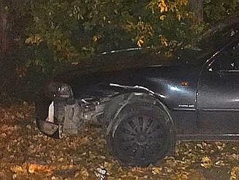 Игра в кегли: в Уфе водитель одним ударом протаранил припаркованную машину и двух пешеходов