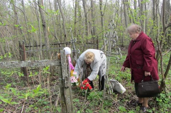 Как сообщили местные жители депутату Леониду Таскаеву, на месте планируемой стройки похоронены не менее 2 тысяч человек