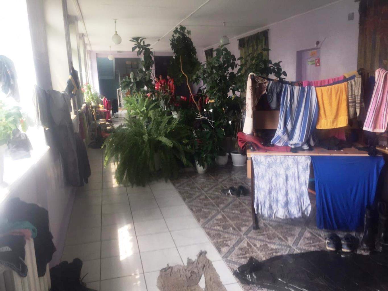 Волонтёров размещают на базе в здании местного кулинарного училища
