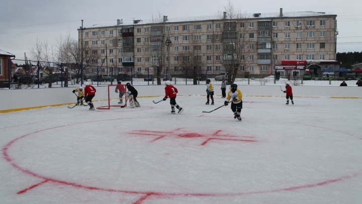 В Зауралье установили 13 новых хоккейных кортов