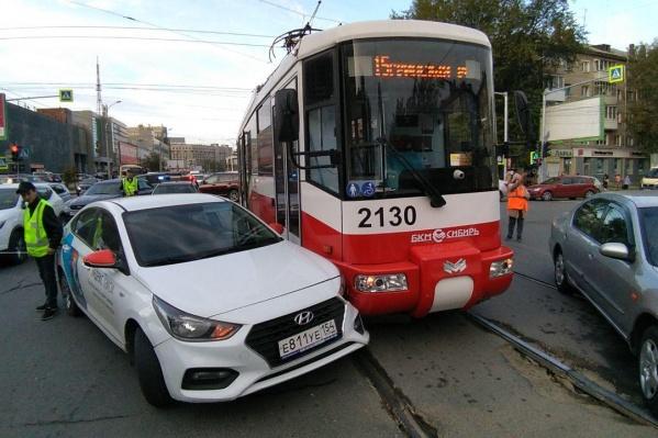 Иномарка поворачивала с улицы Ватутина на Блюхера